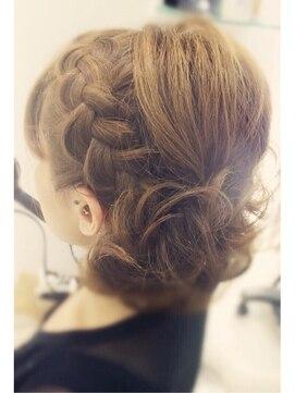 結婚式 髪型 ミディアム ヘアアレンジ 編み込みがかわいい★ふんわりヘアセット