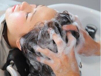 ヘアサロン リッチ(hair salon Rich)の写真/頭皮のケアなら【hair salon Rich】へお任せください。人気の炭酸泉やAujuaヘッドスパでリフレッシュ♪