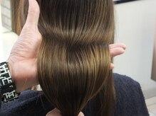3000種からのオーダーメイドケアAujuaで今と未来の美しいい髪を創る。年を重ねるほど美しい髪へ。
