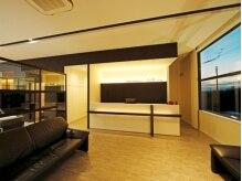 シュールサンク(SuR cinq)の雰囲気(ホテルのフロントみたいな受付で贅沢感も味わえます♪)