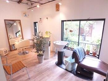 ハウスアンドヘアーワークス(House&Hair works)の写真/全席個室の完全プライベートサロン。1席につき1台のシャンプー台を完備。周りを気にせずリラックス―…