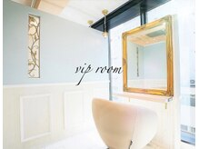 ノアパルフェ 銀座(noah parfait)の雰囲気(落ち着ける半個室のセット面も 2席ご用意★癒のしリゾート空間)