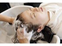 ヘアメイク サラリ(hair make SARARI)の雰囲気(頭の隅々までしっかり洗われる極上シャンプーがとても人気です)