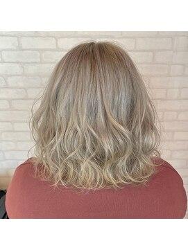 ビス ヘア アンド ビューティー 西新井店(Vis Hair&Beauty)ホワイトベージュ/ブリーチ/ハイトーン/ボブ/ミルクティー/小顔