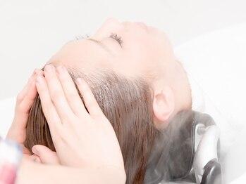 ロペ 本厚木(ROPE)の写真/【平日限定☆カット+炭酸スパ¥7200】ぎゅ~っと気持ちいい絶妙な力加減。頭皮をリセットして潤い保湿♪