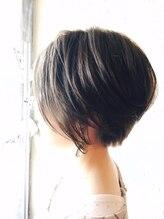 ギミック ヘア ファクトリー(gimmick hair factory)アディクシー×透明感カラー エアリー前下がりショートstyle