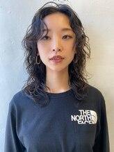 シーカ ニカイ(siika NIKAI)黒髪レイヤーパーマ