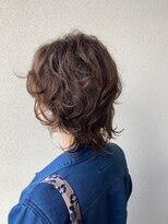 ジェリカ(Jlica)伸ばしかけの方に、ネオウルフのくせ毛風パーマ11300円。