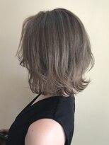 ヘアースペース ブイ(hair space V)外ハネグレージュハイライトカラー