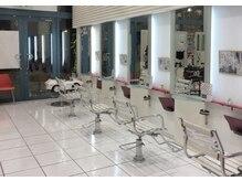 ヘアー&メイク ルナルナ 明和店 HAIR&MAKE LUNA LUNAの雰囲気(白を基調とした明るくて開放感のある店内です!【明和】)