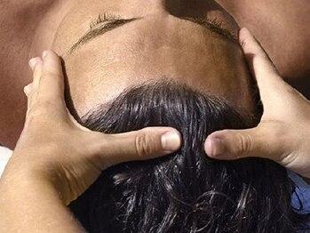 クオンヒール 淀屋橋店(QUON HEAL)の写真/[淀屋橋駅すぐ◆22時迄!月曜も営業]本格ヘッドスパで頭皮をケアし、健康な髪へ導く!男性特有の悩みを改善