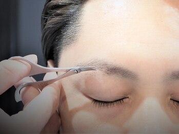 レックス メンズ オンリー サロン(REX MEN'S ONLY SALON)の写真/【眉カラー/眉カットも好評☆】メンズSpecialistが担当!!自然でカッコいい眉毛でON/OFFともに好印象に◇