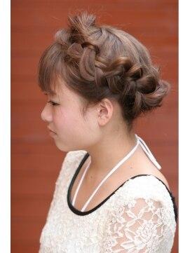 三つ編みカチューシャ作り方 クアトロ ヘア Quattro hair三つあみカチューシャでキュートに♪