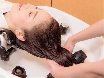 ノブ ヘアデザイン 戸塚店(NOB hairdesign)の写真/【ヘアケアソムリエ在籍】リフトUPや疲労解消も◎豊富なスパで地肌をもみほぐし、頭皮をエイジングケア☆