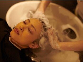 アイミーマイン(I ME MINE)の写真/9つのアロマからお好みの香りをオーダー。オリジナルの頭筋マッサージでコリも心も解れる至福のひととき。