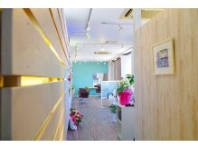 ヘアーコーディネート チェリスター(hair coordinate cherrystar)の雰囲気(ドアを開けると、キレイでアットホームな空間が広がります!)