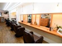 バーバーショップテト(barber shop tete)の雰囲気(ゆったりスペースと木の温もりでおくつろぎください!)