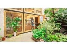 マッシュ キタホリエ(MASHU KITAHORIE)の雰囲気(リラックスムード漂うガーデンがお出迎えします。)