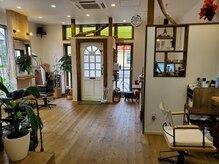 美容室 チッタ(citta)の雰囲気(木の温もりを感じる店内でリラックスしてお過ごし頂けます。)
