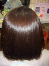 縮毛矯正専門店 ヘアブロンズ(hair Bronze)スパイラル状の強いクセのボブスタイル
