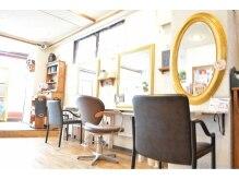 トップスヘアー浜田山(TOP'S HAIR)の雰囲気(落ち着いた雰囲気の店内!!緑もたくさんっ!!)