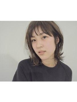 リュト(Lute)ミディアムレイヤー × モノトーンベージュ