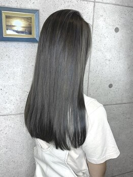 リノ(Lino)の写真/指通り滑らかな髪で毎朝のスタイリングも楽ちん♪どんなお天気の日も褒められるサラ艶ストレートヘアに♪