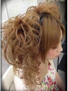 盛り髪 ハーフアップヘアアレンジ ヘアメイクサロン ヴィヴィッド(hairmake salon Vivid)ハーフアップツインちらし