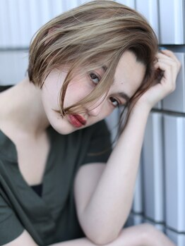 アース 甲府昭和店(HAIR&MAKE EARTH)の写真/色を入れるだけじゃない、小顔に見せる立体カラーが人気☆うる艶な仕上がりで女子力UPを叶えます☆