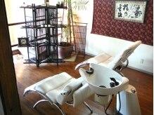 プロデュース ヘア アース 綾之町店(Produce hair EARTH)の雰囲気(1階の階段をあがれば、2階のリラクスペースへ♪半個室の空間)