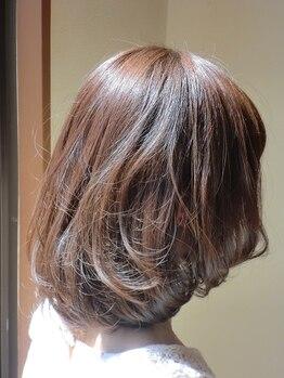 ビボ(Vivo)の写真/髪にやさしい薬剤で自然となじむ白髪染め!染めることで髪のツヤ手触りがUP。明るい白髪染めも人気◎
