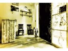 パスアパーチール(paz a partir de ichi Beauty Design Office)の雰囲気(白をモチーフにした店内で落ち着きのある空間です。)