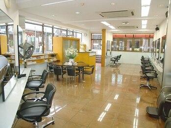 モガインターナショナル 成城店(MOGA INTERNATIONAL)の写真/成城エリアで40年の歴史を持つ有名店MOGA!アットホームな雰囲気の店内で、一流の技術を体験できる!