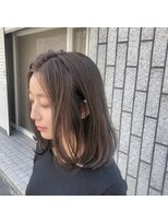アルマヘアー(Alma hair by murasaki)ツヤ感のあるアッシュグレーセミロング