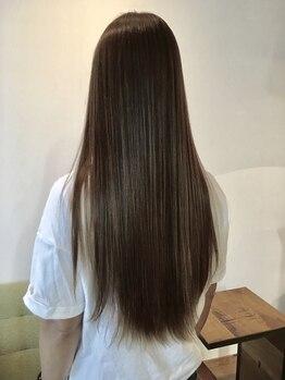 美容室スピン(SPIN)の写真/ダメージを抑えながらも憧れの″ナチュラルストレート″に仕上げます!自然で思わず触れたくなる髪質に♪
