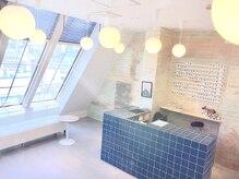 デュノヘアー 神戸三宮店(DUNO hair)の雰囲気(海外のカフェ風の待合スペース♪ドリンクサービスもあり。)