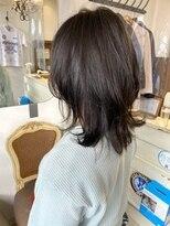 春に向けた髪形ウルフミディアム30代40代ヘアスタイル丸顔面長