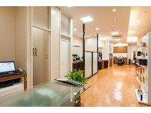 モッズヘア 新札幌店(mod's hair)の雰囲気(カテプリ1Fの広々とした清潔感のある店内。)