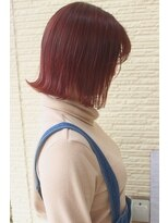 ピンクカラー+外ハネボブ+切りっぱなし 小顔スタイル