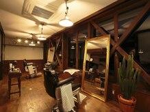 サムソンアンドデリラ 井上理髪店の雰囲気(広々とした店内でワンランク上の施術が気軽に受けられます。)