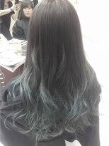 毛先淡いブルーグリーンのグラデーションカラー
