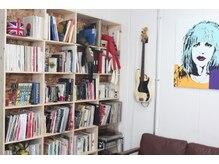 ゴセンチ(5CM)の雰囲気(沢山の写真集や本がスタイルのアイディアソースに。)