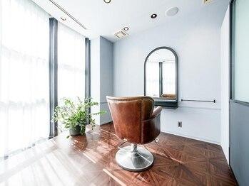 ミラレスカ 栄(MIRA RESCA)の写真/個室型美容院♪全席プライベート空間が保たれる個室のカットスペース♪イルミナカラー認定サロン♪