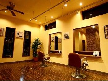 ヘアーメイク リブレ(hair make LIBRE)の写真/大型店では味わえないくつろぎ感♪全5席の落ち着いた雰囲気でゆったりとしたサロンタイムをお約束♪