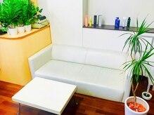 ヘアーメイク クラッシィ(CLASSY)の雰囲気(白で統一された店内は清潔感があって通いやすい♪)
