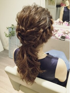 編み込み ポニーテール~結婚式の髪型で、人気のヘアアレンジを