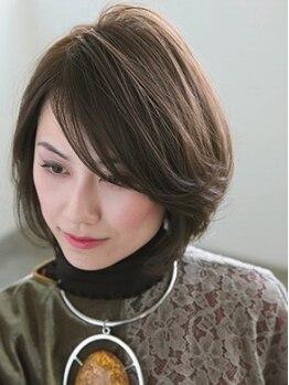 """ヘアデザイン グラン ジュテ(Hair Design GRAND JETE)の写真/白髪が明るくしっかりと染まる、新メニュー『ファッショングレイカラー』で流行の""""上品大人アッシュ""""に!"""