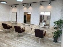 美容室アミティー 豊川店(Amity)の雰囲気(白を基調にした店内でくつろぎの時間を♪)