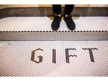 ギフヘアー 梅田茶屋町店(gif.hair)の雰囲気(『gif』はギフトの略プレゼントを常に与えるサロンを目指します)