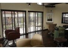アイジー(Ige hair&make)の雰囲気(2階のフロアー!1階より更に天井が高く開放感ある空間です!)